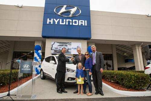 Hyundai proudly hands keys to first tucson fuel cell for Hyundai motors customer service